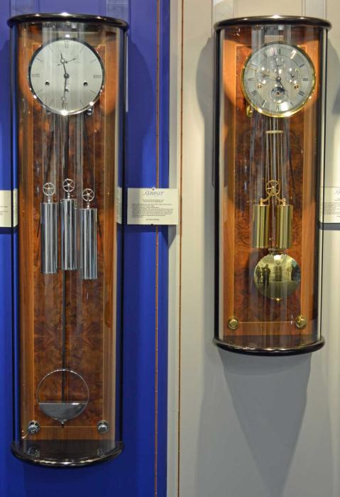 Kieninger second pendulum clock chrom high gloss black/walnut westminster chime on 8-rod gong 2565-92-02